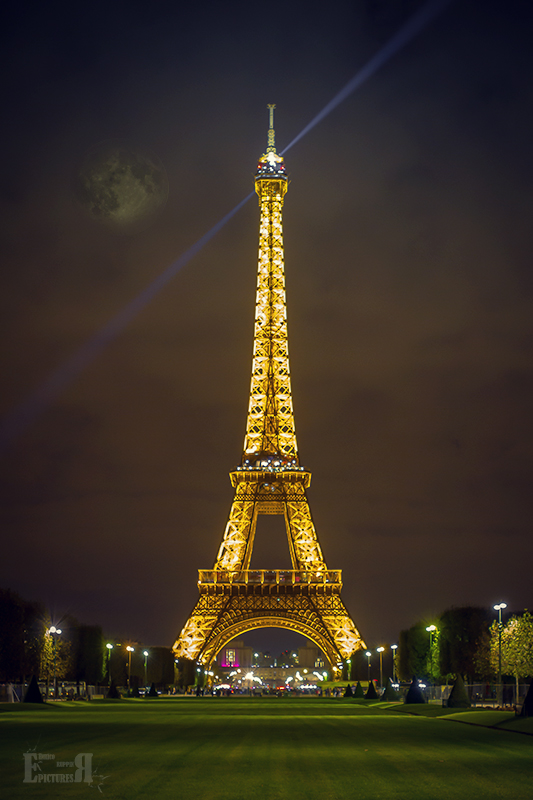 Paris - Eiffelturm in der Nacht